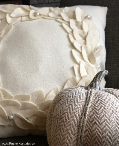 DIY felt holiday wreath pillow